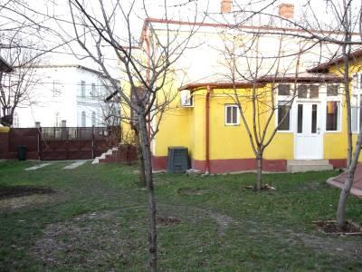 Casa situata langa liceul P.Triscu