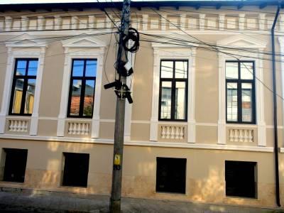Casa boiereasca, situata central, in spatele Facultatii de Medicina Veche
