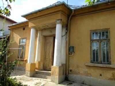 Casa situata central, pe strada Sf Apostoli