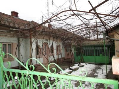 Casa situata in zona Mofleni, zona linistita