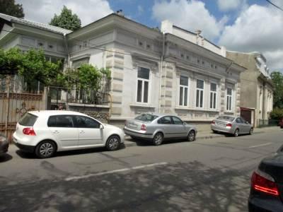 Casa boiereasca amplasata ultracentral, pe strada Al. Macedonski