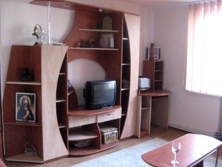 Apartament mobilat modern, situat vis a vis de Teatrul M.Sorescu