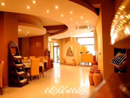 Spatiu situat central, langa hotel Ramada