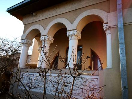 Vila deosebita, stil Neoromanesc, Central, Craiova